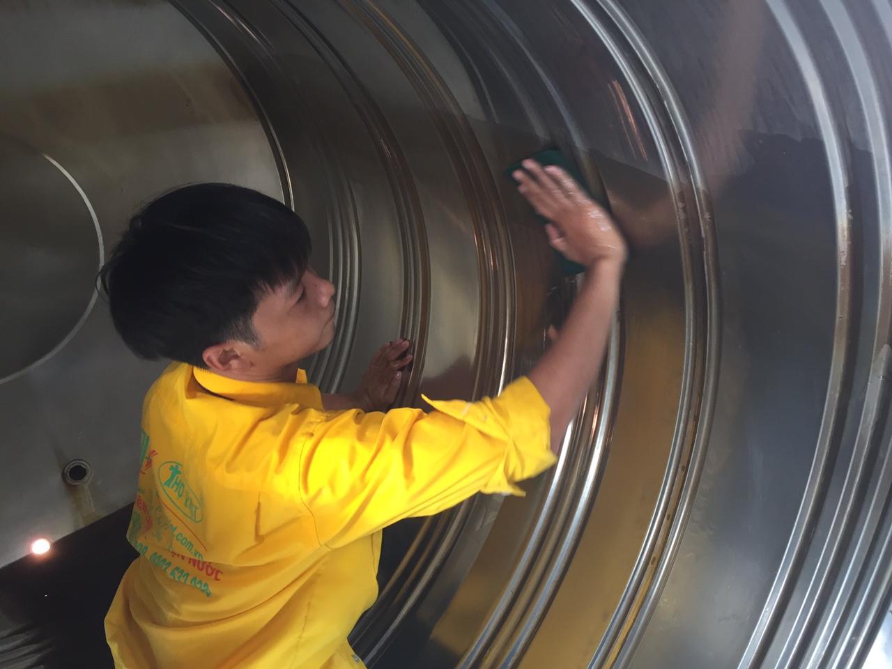 Dịch vụ vệ sinh bồn nước giá rẻ tại TPHCM